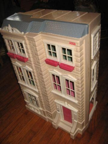 Large Interactive Dollhouse by Fisher Price - Fold Out